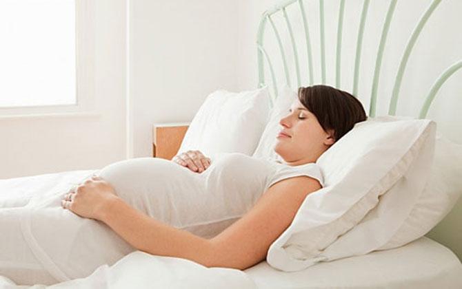 mang thai không nên ngủ ngửa