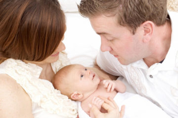 Bố mẹ và em bé