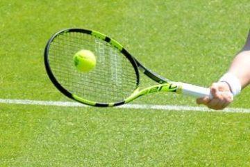 Tại sao cổ tay thường bị đau khi chơi tennis
