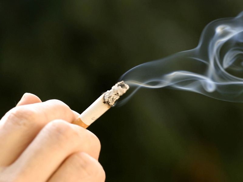 Hút thuốc lá gây đau dạ dày