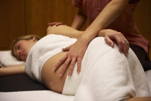 massage lưng cho bà bầu