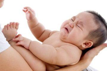 Bé bị sốt co giật, cha mẹ phải xử lý như thế nào?