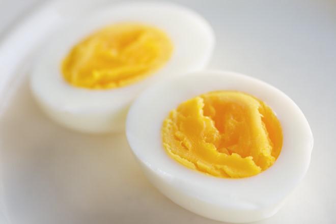 Trứng gà tốt cho người nóng gan