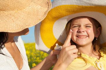 Những vùng trên khuôn mặt hay bị bỏ quên khi chống nắng