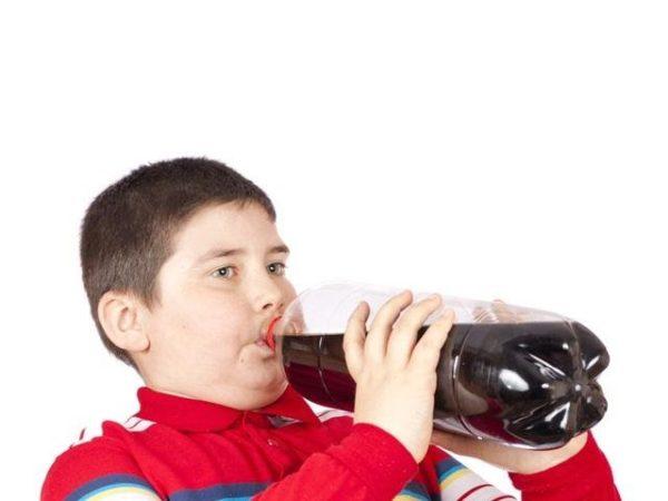 Trẻ uống đồ ngọt gây gan nhiễm mỡ