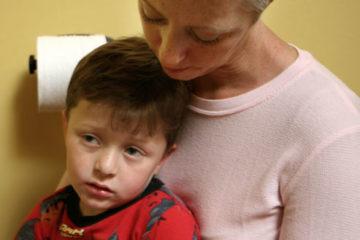 Trẻ bị nôn cần phải làm gì