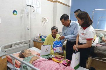"""""""Trung thu an lành"""" đến với các bệnh nhân có hoàn cảnh khó khăn tại bệnh viện Lão khoa TW"""