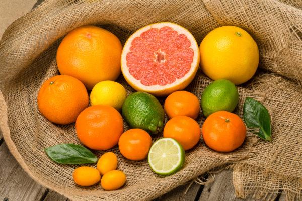 Quả cam, chanh có nhiều vitamin C giúp tăng miễn dịch chống dị ứng thời tiết