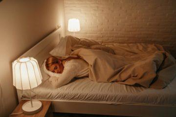 Ngủ với ánh sáng nhân tạo liên quan đến béo phì - Benh.vn