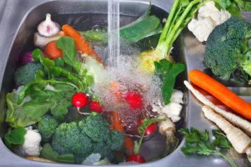 Rau củ bạn ăn có thể chứa những loại thuốc trừ sâu nào ?