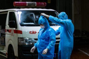 Vì sao bác sỹ đeo khẩu trang, mặc đồ bảo hộ vẫn nhiễm virus Covid – 19